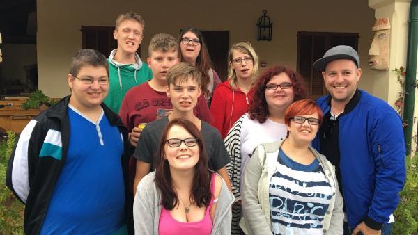KiKA LIVE-Moderator Ben mit Schülern einer Braunschweiger Schule | Rechte: KiKA/Rozhyar Zolfaghari