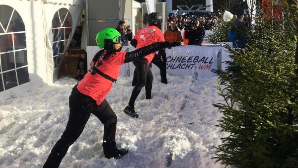 Jess bei der Schneeballschlacht-WM | Rechte: KiKA/ Torben Hagenau