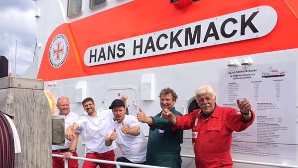 """KiKA LIVE-Moderator Ben an Bord des Seenotretterbootes """"Hans Hackmack"""""""