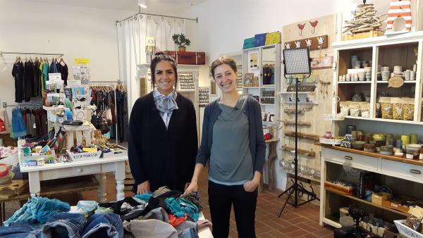 Jess trifft die Upcyclerin Anne in ihrem Laden in Dresden. | Rechte: KiKA/Grit Häfer