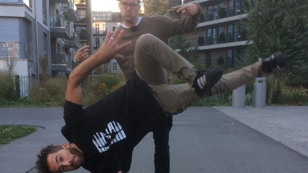 Ben trifft Khaled Chaabi (Künstlername KC-1). Er ist ein Berliner mit syrischen Wurzeln und gehört zu Deutschlands besten Breakdancern und verbindet den Tanz mit klassischer Musik. | Rechte: KiKA/Björn Pollock