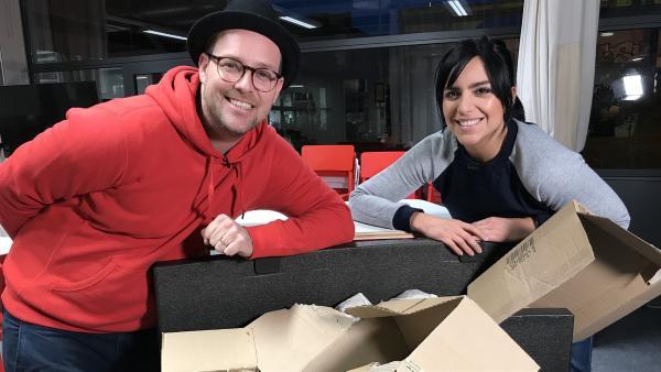 Jess und Ben beim Unboxing | Rechte: KiKA/Rozhyar Zolfaghari