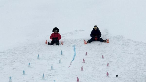 Ben und Jess geben nochmal alles beim Finale der Winter-Battles. | Rechte: KiKA/Sabine Krätzschmar