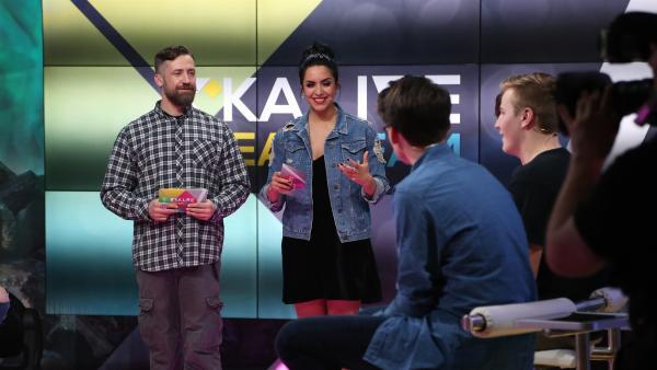 KiKA LIVE Dreamteam Tag 3: Die Moderatoren Bürger Lars Dietrich und Jess | Rechte: KiKA/Christin Gertler