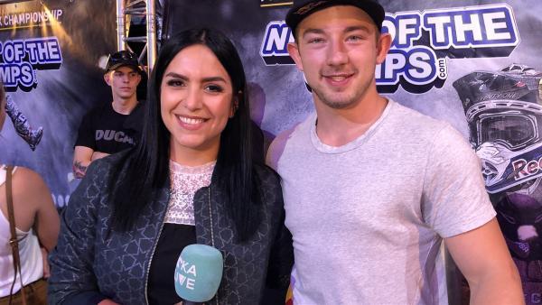 Jess trifft den Freestyle Motocrosser Luc Ackermann, der kurz davor ist, Europameister zu werden. | Rechte: KiKA/Björn Pollok