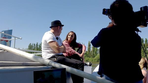 Ben beim Interview mit Namika | Rechte: KiKA/Anna Leistner