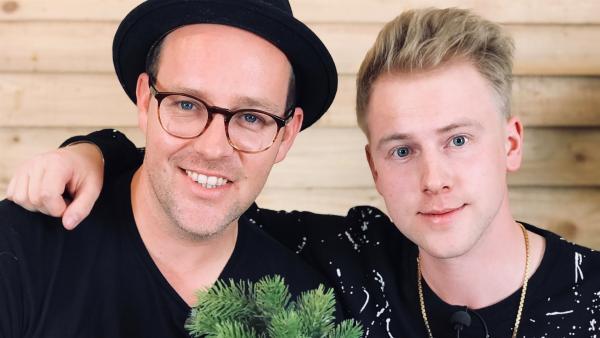 Ben trifft Rafael alias Ray Fox, der seiner Cousine Bibi seinen erfolgreichen Einstieg bei YouTube verdankt. | Rechte: KiKA/Rozhyar Zolfaghari