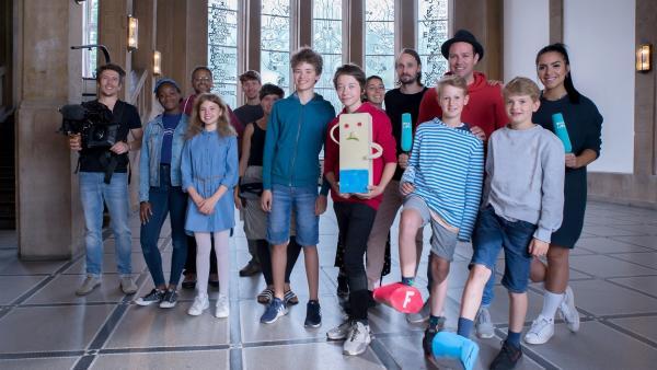 Ben und Jess schauen sich mit einigen Kindern in Hamburg das Studieren an einer Kunsthochschule an. | Rechte: KiKA/Hirn und Wanst