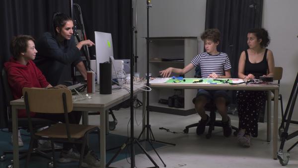 Jess uns ihre Gruppe arbeiten im Animationsraum. | Rechte: KiKA/Hirn und Wanst