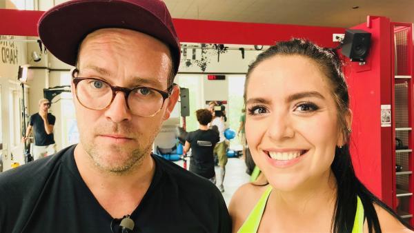 Jess und Ben messen sich im Fitnessstudio. | Rechte: KiKA/Rozhyar Zolfaghari