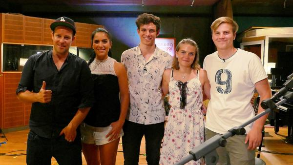 Ben und Jess mit Tim Kamrad und den Dreamteam Gewinnern Lena und Matteo (v.l.n.r.) | Rechte: KiKA/foolproofed