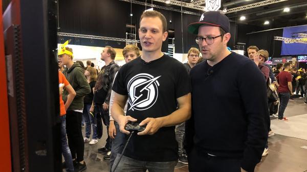 Ben ist auf der MAG unterwegs und trifft Gamer, Influencer, Cosplayer und Entwickler. | Rechte: KiKA/Björn Pollok