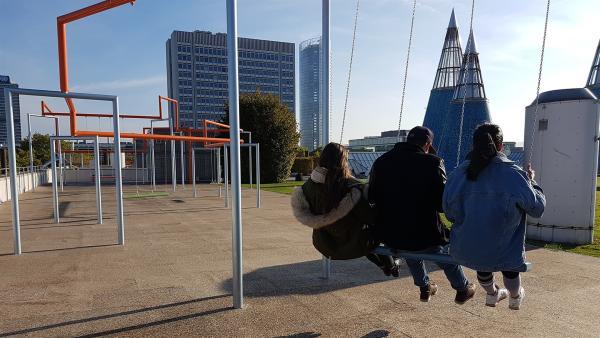 Jess und Ben sind auf einem krassen Battleground: einem abgefahrenen Spielplatz in Bonn. | Rechte: KiKA/Lisa Dimmerling