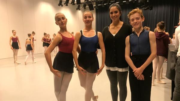 Jess trifft die Nachwuchstänzer der Palucca Hochschule für Tanz in Dresden. | Rechte: KiKA/Sabine Krätzschmar