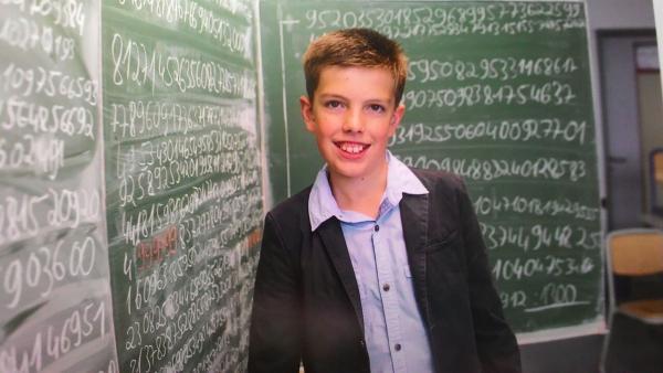 Jonas aus Emden ist blitzschnell im Kopfrechnen. Er kann 2887 Nachkommastellen der Zahl Pi aus dem Kopf aufsagen. | Rechte: KiKA