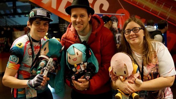 Ben mit Hatsune Miku Fans in Köln | Rechte: KiKA/Franziska Gruber