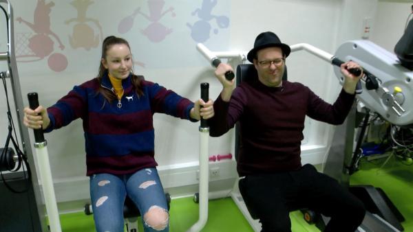 Ben begleitet Anna einen Tag bei ihrem Hobby - Helfen. | Rechte: KiKA