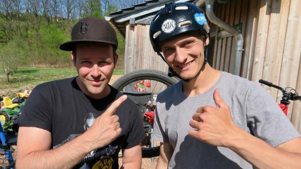 Ben besucht Lukas, lässt sich zeigen, wie man sein Rad fit macht. | Rechte: KiKA/Alex Huth