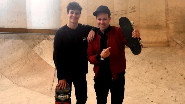 Ben fährt nach Halle, um Wincent Weiss in einer Skatehalle zu treffen. Denn neben der Musik hat Wincent noch ein anderes Hobby... | Rechte: KiKA/Sakina Gaba