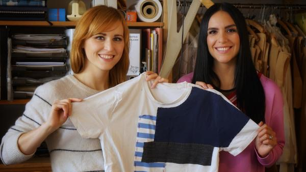 Aus alten Shirts nähen Liz und Jess ein cooles Patchwork-Shirt.   Rechte: KiKA/Franziska Gruber