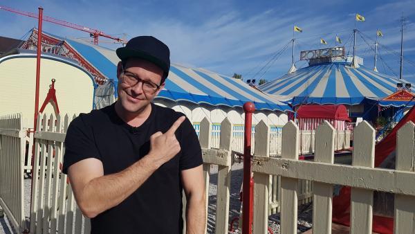 Einmal im Leben in der großen Manege stehen – dieser Traum geht für Ben in Erfüllung. Beim Circus Roncalli darf er sein Show-Talent testen – von Beatboxen über Akrobatik bis hin zu Robotern. | Rechte: KiKA/Anna-Maria Leistner