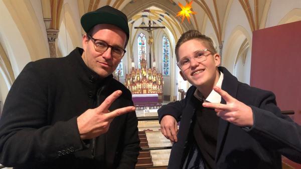 Ben trifft den 16-jährigen Wolfgang. Er ist Messdiener, genauer gesagt Oberministrant und zeigt Ben, was er für Aufgaben hat. | Rechte: KiKA/Björn Pollok
