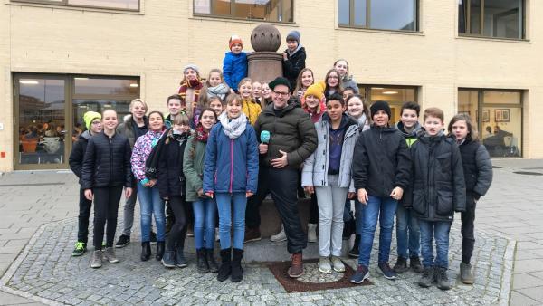 Für den ersten Trendcheck des neuen Jahres besucht Ben die Klasse 6L des Erwin-Strittmatter-Gymnasium in Spremberg. | Rechte: KiKA/Sabine Krätzschmar
