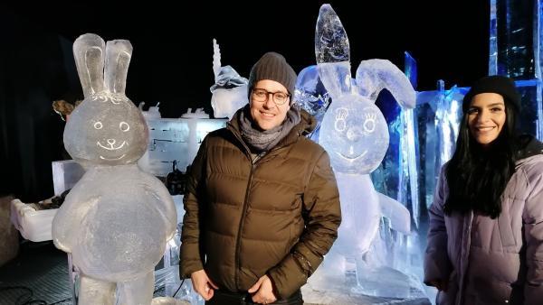 Jess und Ben wollen Eisskulpturen erschaffen. Mitten in der Kälte der Eiswelt Dresden werden sie zu Künstlern. Umgeben von Kunstwerken von 25 Bildhauern aus der ganzen Welt, stellen Jess und Ben ihr Können unter Beweis. | Rechte: KiKA/Grit Häfer