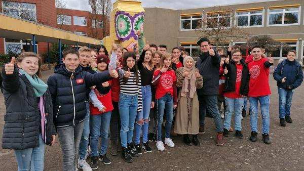 Ben und die Schüler der Klasse 7b der Integrierten Gesamtschule in Mutterstadt | Rechte: KiKA/Grit Häfer