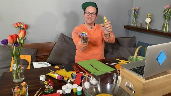 Ben ist mit Jess per Videochat verbunden und freut sich auf Ostern. | Rechte: KiKA/Nicolette Maurer