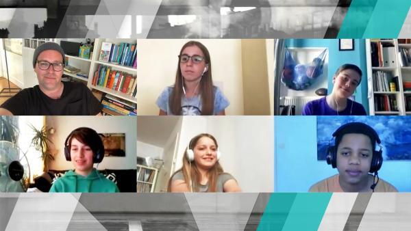 Ben ist mit Schülerinnen und Schülern weiterhin per Videochat im Austausch, was gerade Trend ist und was nicht. | Rechte: KiKA