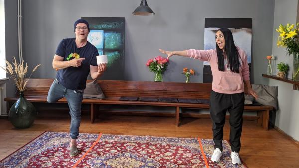 Ben und Jess testen ein paar neue Challenges für Zuhause. | Rechte: KiKA/Stephanie Paersch