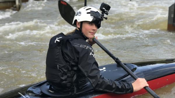 Christins Hobby ist das Wildwasserkajakfahren. Darin ist sie auch schon Landesmeisterin. | Rechte: KiKA/Filip Felix