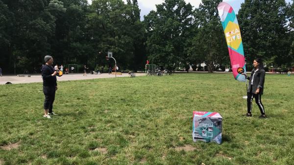 Ben und Jess testen die besten Outdoorspiele. | Rechte: KiKA/Sabine Krätzschmar