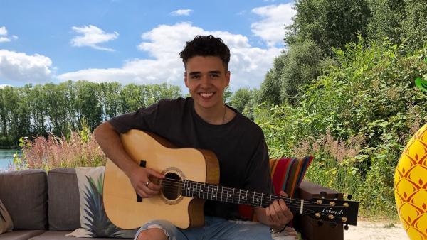 Zu Gast bei Ben und Jess ist Musiktalent Levent Geiger. | Rechte: KiKA/Jacqueline Kupey