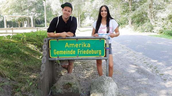 Für Ben und Jess sind es nach Amerika nur noch wenige Schritte. | Rechte: KiKA/Jacqueline Kupey