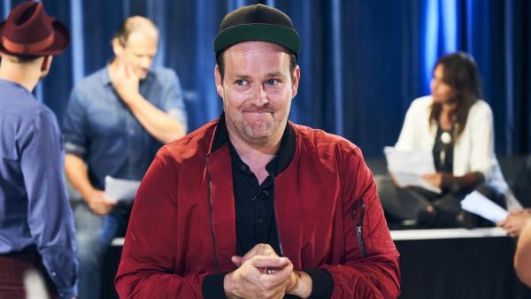 KiKA LIVE-Moderator Ben fiebert mit: Wer wird Deutschland beim Junior Eurovison Song Contest vertreten? | Rechte: KiKA/Stefan Daub