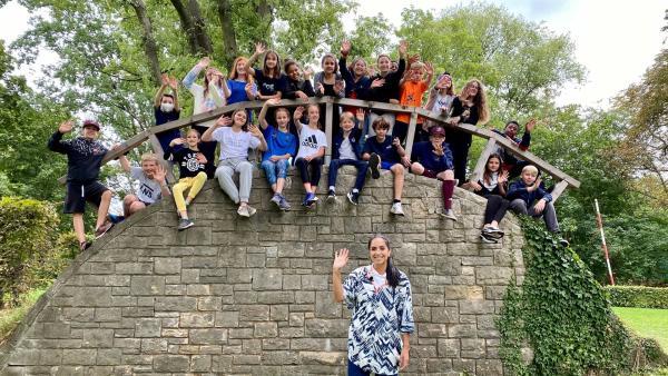 Jess mit der Klasse 7b vom Roman Rolland Gymnasium aus Berlin | Rechte: KiKA/Sakina Gaba
