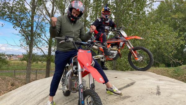 Ben trifft Motocross-Freestyler Luc Ackermann. | Rechte: KiKA/Rafael Bies