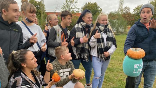 Die Klasse 6d von der Sekundarschule Halle-Süd hat Ben eingeladen. | Rechte: KiKA/Sabine Krätzschmar