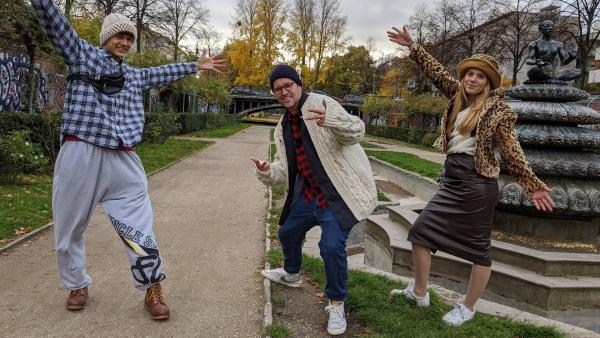 Ben testet mit Nathan und Emilia die Wintermodetrends 2020. | Rechte: KiKA/Stephanie Paersch