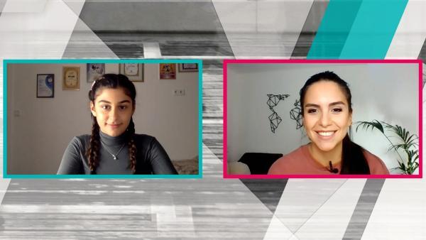 Jess chattet per Video mit Susan und stellt ihr lustige Aufgaben. Mit jeder gelösten Aufgabe gibt es einen Tipp, welcher Junior ESC-Star sich hinter einer Verkleidung verbirgt. | Rechte: KiKA