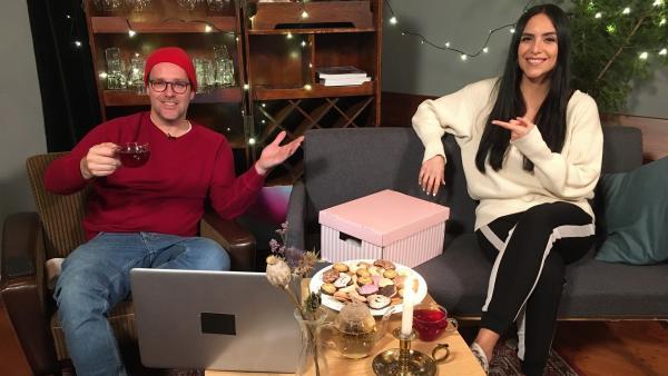 Jess und Ben lassen das Jahr 2020 noch einmal Revue passieren und präsentieren ihre schönsten Erinnerungen. | Rechte: KiKA/Ronja Bachofer