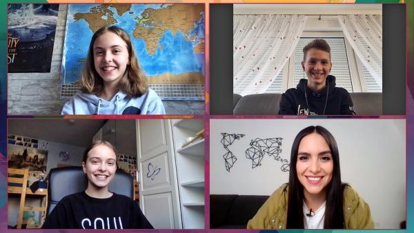 Schülerinnen und Schüler übersetzen gemeinsam mit Jess Texte aus angesagten Musikvideos. | Rechte: KiKA