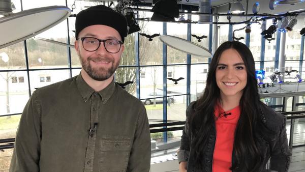 Jess fordert Mark Forster zum Song-Battle heraus und quatscht mit ihm über seine neuen Lieder und Projekte. | Rechte: KiKA/Filip Felix