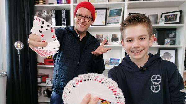 Ben trifft Max aus Bayer - den dreifachen Deutschen Jugendmeister im Zaubern | Rechte: KiKA/Grit Häfer