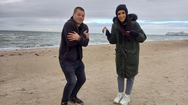 Gabriel und Jess am Strand | Rechte: KiKA/Anna Leistner