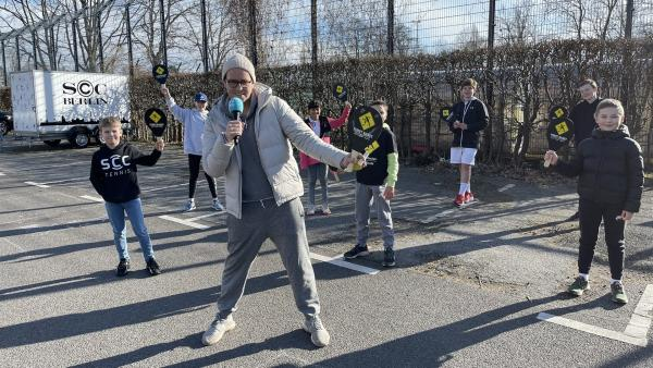 Ben checkt Berlins neueste Trends mit der Street Racket Gruppe | Rechte: KiKA/RozhyarZolfaghari