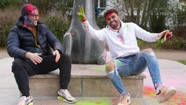 Ben trifft Younes Zarou, den vielleicht buntesten, ganz sicher aber der erfolgreichsten deutschen TikToker. | Rechte: KiKA/Eva Knäusl