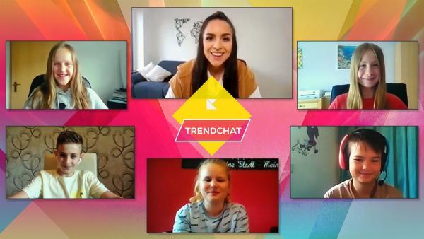 Jess spricht im Trendchat mit Schülern der Realschule Bad Schönborn. | Rechte: KiKA